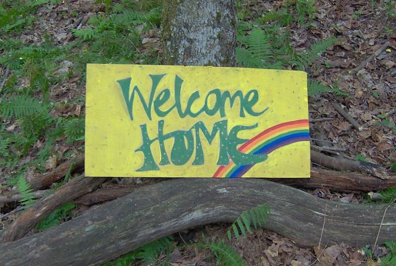 800px-Rainbow_Gathering_welcome_home[1]