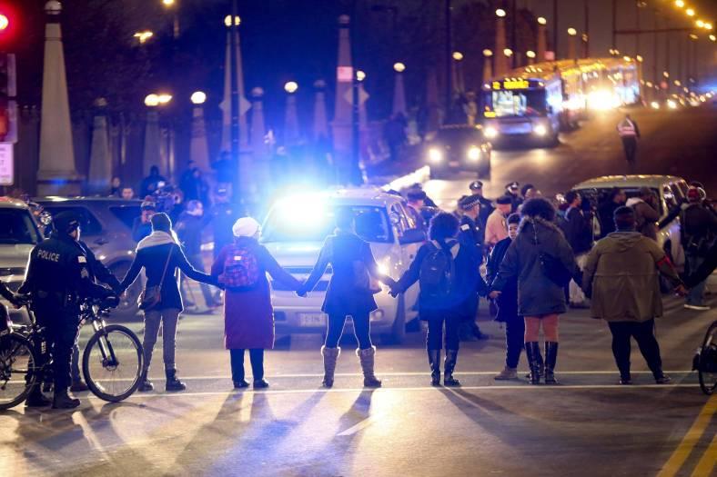 US_NEWS_CHICAGO-POLICE-SHOOTING_7_TB_47448981